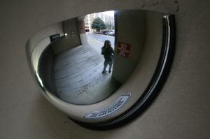 2008-03-14_Convex_mirror_in_Atlanta_garage_entrance